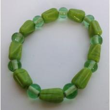 Armband groen met glaskralen