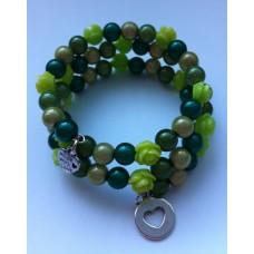 Spiraal armband  groentinten en kleine roosjes