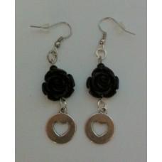 Oorbellen met zwarte roos en bedel