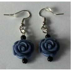 Oorbellen met roos grijsblauw