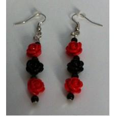 Oorbellen roosjes rood  zwart
