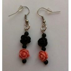Oorbellen roosjes zwart zalmroze