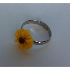 Ring verstelbaar met gele margriet