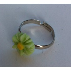 Ring verstelbaar met lichtgroene margriet