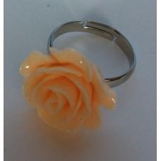 Ring verstelbaar met zalm beige roos