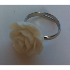 Ring verstelbaar met creme/beige roos